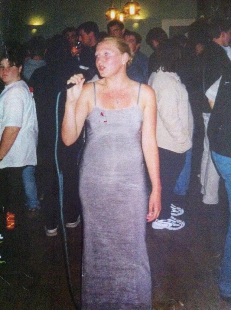 Ode chante en 2000 à Pihem (62)
